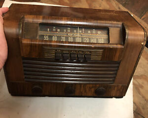 Vintage RCA Model 26X4 Wooden Broadcast Shortwave Tube Radio
