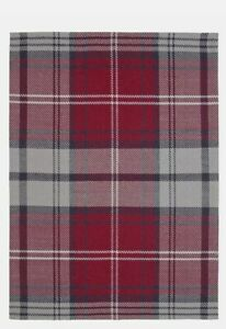 Argos Home 120 x 160cm Wool Check Rug - Red