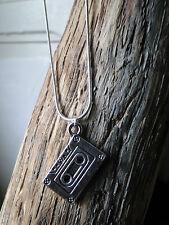 collier pendentif  K7. cassette audio style vintage année 90. Top tendance