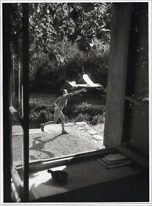 Willy Ronis. Vincent, Gordes, 1952. Planche offset bichromie. Humanisme
