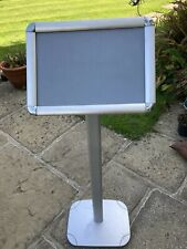 A4 floor standing poster holder - Clipable