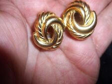 Elegant clip on earrings gold tone Twist Swirl signé Christian Dior Nice Taille