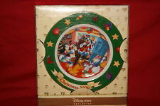 DISNEY STORE EXCLUSIVE MICKEY MOUSE 2006 CHRISTMAS PLATE