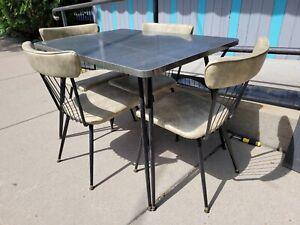 Vintage 1960s Folding Leg Formica Top Kitchen Table 4 Metal & Vinyl Spoke Chairs