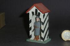 Altes Wachhaus  8,5cm mit Soldat zur 5,5cm Lineol Elastolin Soldaten Serie