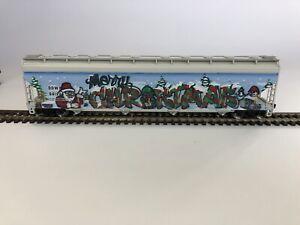 Atlas HO ACF 5800 4-Bay Plastics Hopper DOWX 66122 - Christmas Graffiti