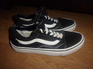 VANS Old Skool Black & White suede ladies pumps size 4.5