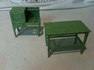 Vintage TOOTSIE TOY Doll House Furniture Green Kitchen Table & Stove