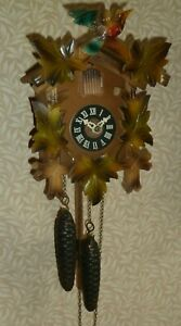Vintage wooden weight-driven Black Forest Cuckoo Clock - GWO