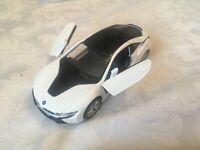 1:36 BMW i8 WHITE MODEL CAR OPENING DOORS PULLBACK