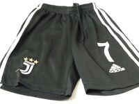 BOYS ADIDAS JUVENTUS BLACK & WHITE ELASTICATED WAIST FOOTBALL SHORTS SIZE 22