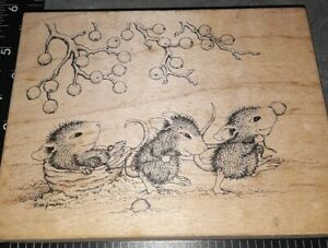 House mouse, pulling walnut sleigh,BW,stampa rosa, 910,,rubber, wood