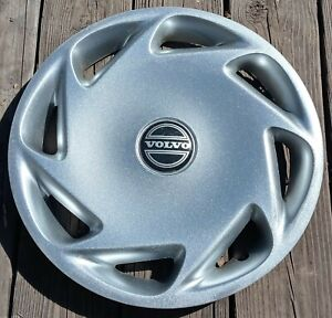 Volvo 850 hubcap 1995-1997 fits 15 inch wheel 62006 Repainted 02