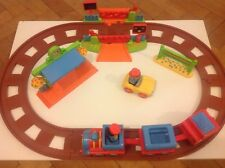 Happyland Country Train Set With Moving Train & Sound Crossing & Station ELC