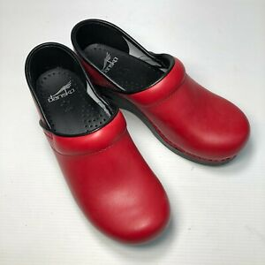 Dansko Red Smooth Leather Round Toe Slip On Casual Walking Womens Clogs Sz 37