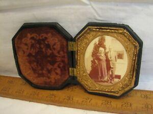 Early Couple Photo Daguerreotype Image w/Ornate Victorian Gutta Percha Case