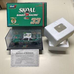 1998 Revell Ken Schrader #33 Skoal Bandit Racing Bud Shootout 1:24 Scale Diecast