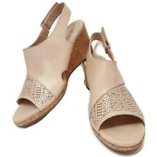 Clarks Womens 9.5 W Wedges Ultimate Comfort Collection Nubuck Leather Perforated