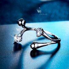 18K White Gold Simulated Diamond between finger open ring free size simple edge