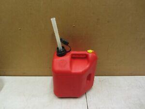 VTG 2 GALLON 8oz PLASTIC VENTED GASOLINE CAN W SPOUT BLITZ GAS OIL OLD STYLE