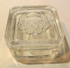 Boîte à bijoux en verre avec fleurs ciselées –