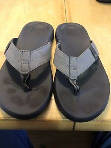Reef Men's 9 -9.5 Flip Flops Sandals Beach Lightweight Gray Synthetic