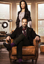 Jonny Lee Miller and Lucy Liu UNSIGNED photo - 8906 - Elementary