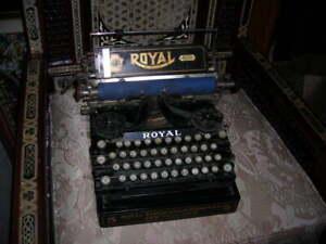 ANTIQUE 1912 ROYAL 5 TYPEWRITER MADE IN NEW YORK