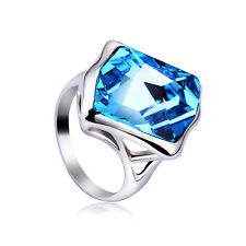 Elegant blue crystal cocktail ring