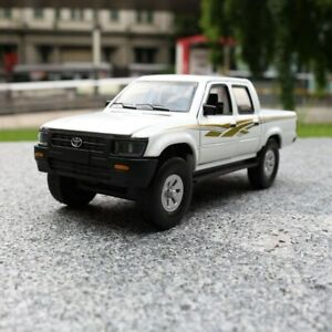 Toyota Hilux Pickup Car/Doors Openable/Sound & Light/Educational 1:32 Scale -...