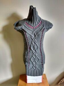 Extra langer Rollkragenpullover Grau Kurzarm Zopfmuster Bändern Mailand Wolle