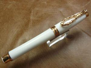 INVICTA BOLT FOUNTAIN PEN WHITE WITH GOLD TRIM MEDIUM STEEL NIB    NEW - BOX