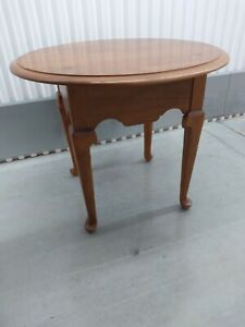 Ethan Allen Round Lamp End Table  Heirloom Nutmeg Maple 10-8036 Great Condition