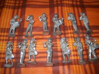 Lot of 13 Vintage Lead Cast Army Britain band Soldiers WW1 / WW2