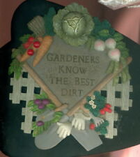 """Gardeners Know the Best Dirt Wall Plaque ~ Resin ~ Appx 8"""" x 7"""" ~ See Descriptio"""