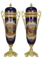 Vases porcelaine. Kaminuhr Empire clock bronze antike pendule sevres biscuit