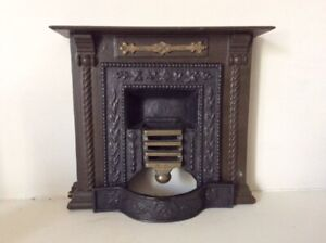 Vintage cast iron Georgian dolls house fire grate and surround 1/8th scale