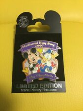 Disney Mickey Donald Duck National Hug Day 2007 Pin New