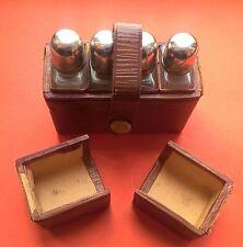 RAVISSANT COFFRET DE VOYAGE 4 FLACONS PARFUMS ETUI CUIR- AUTRICHE XIXe - A VOIR