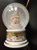 HUTSCHENREUTHER 2004 CHINA ANGEL SNOWGLOBE ORNAMENT XMAS DECORATION.