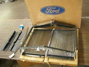 NOS OEM Ford 1972 Lincoln Continental Mark IV Grille Kit Trim Moulding Emblem