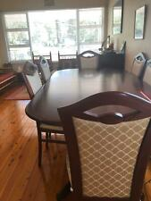 Beautiful mahagony dining table extendable to 8 seater with hutch