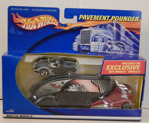 Hot Wheels Pavement Pounder Semi Transporter 1958 Corvette Convertible