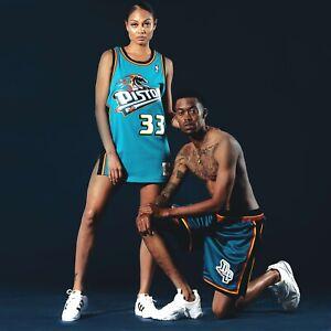 Mitchell & Ness Detroit Pistons 1998 Stackhouse Dumars Laettner Swingman Shorts