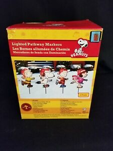 Peanuts Charlie Brown 4 Lighted Pathway Markers Set Open Box Christmas Snoopy