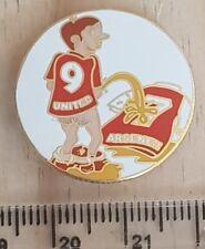 MANCHESTER United Hate Arsen football kits pin badge
