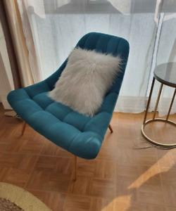 Kolton, fauteuil, bleu minéral et pieds en bois clair
