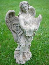 statue d une st vierge en fonte pat blanc-rouillé. idéal pour niche en pierre