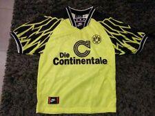 Borussia Dortmund mit M-Fußball-Trikots von deutschen Vereinen