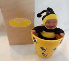 ANNE GEDDES BABY BEE IN FLOWER POT F745241. NEW 564624 Down in Garden African-Am